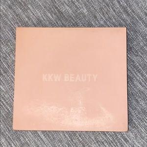 KKW BEAUTY Powder Contour & Highlight Kit Medium